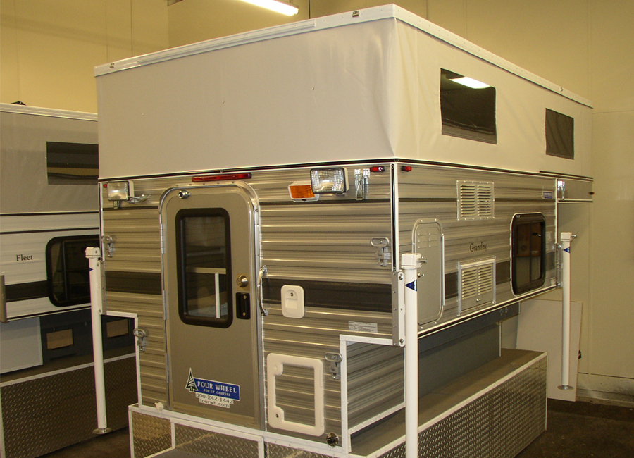GRANDBY POP UP 80 LONG BED Four Wheel Campers Low