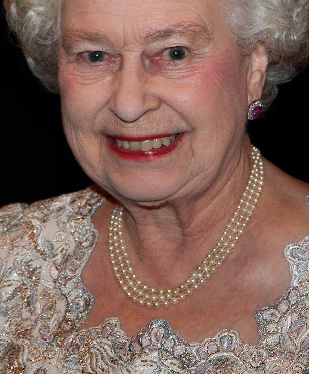 LONDON, ENGLAND - DECEMBER 08:   Queen Elizabeth II  smiles as she attends a reception at Mansion House on December 8, 2009 in London, England. The Queen was at Mansion House to see a performance by the London Symphony Orchestra and to present The Queen's Medal for Music to Sir Colin Davis.