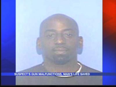 Malfunctioning gun saves man's life_793838321943857836