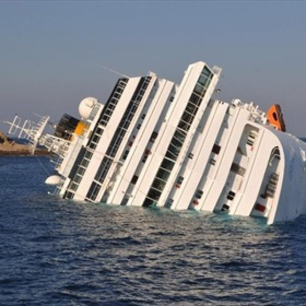Cruise Ship Costa Concordia Runs Aground Off Giglio_6727636367781547606