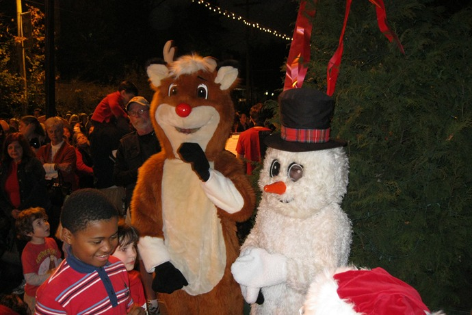 Hillcrest Tree Lighting_3510249844735822055