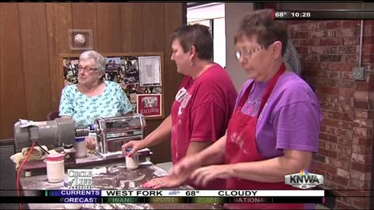 Volunteers prep for Grape Festival_2634244660594494107