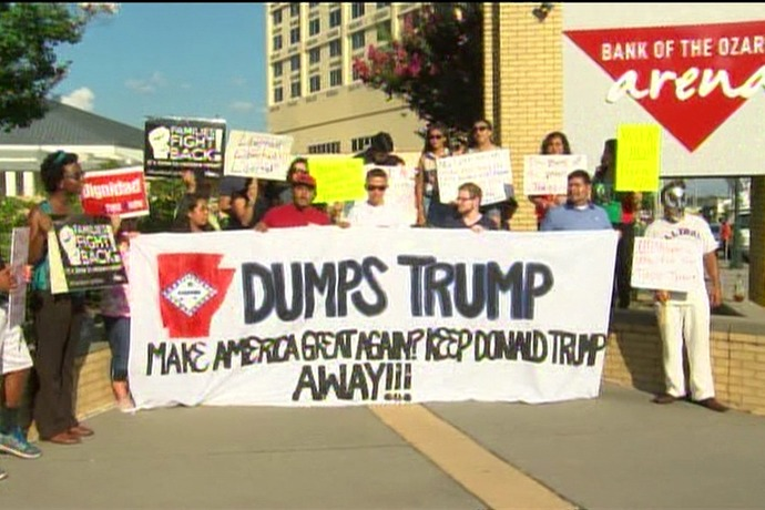 Latinos Protest Donald Trump_9191171843637397108