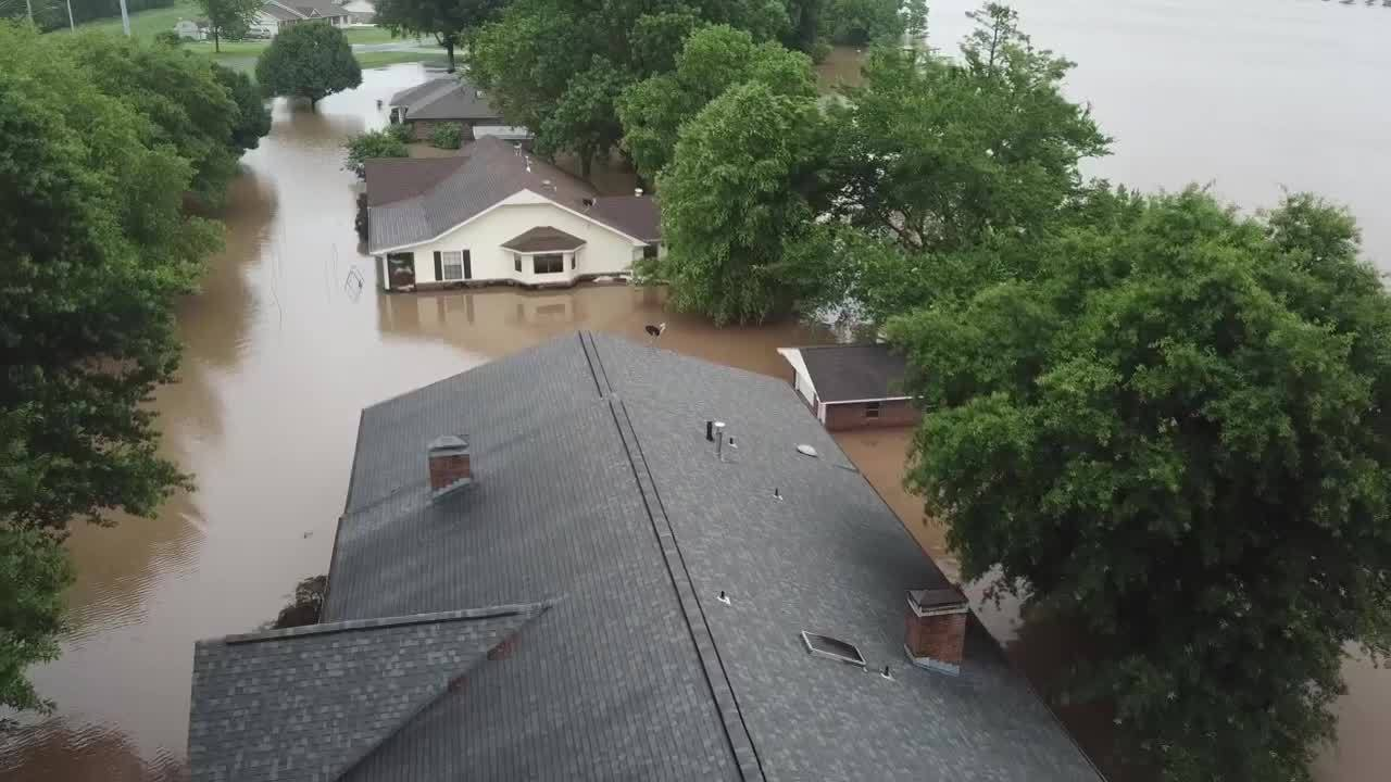 WATCH__Aerial_Footage_of_flooding_in_Nor_0_20190607012304-118809306