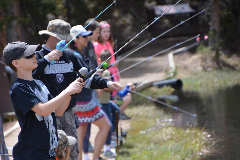 Kids Fishing_261266