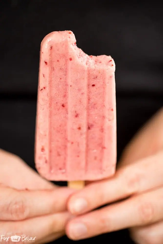 These Post Workout Smoothie Popsicles will keep you cool and refuel your body after a tough workout! Perfect for hot summer days, these healthy popsicles have no added sugar and and are a grab and go snack on busy days.   No added sugar popsicles   healthy popsicles   Healthy snack   Sugar Free Snack  