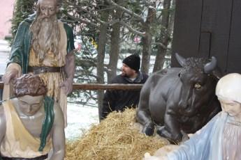2012-nativity-setup-111