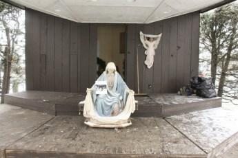 2012-nativity-setup-126