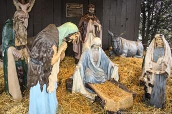 2015-nativity-setup-000
