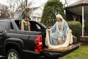 2015-nativity-setup-014