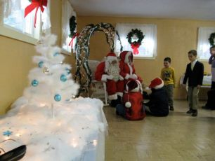 2008-kids-christmas-party-56