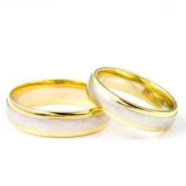 Snubní prsteny jsou naší specializací. Ve Zlatnickém domě v Plzni najdete kolekce, které čítají více jak 2 500 svatebních prstenů.