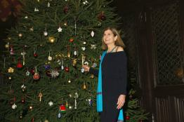 Margy switching on the tree
