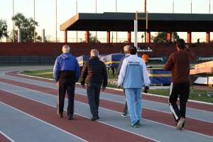 Los visitantes recorriendo la pista del COP en compañía del Presidente Miguel Carrizosa.