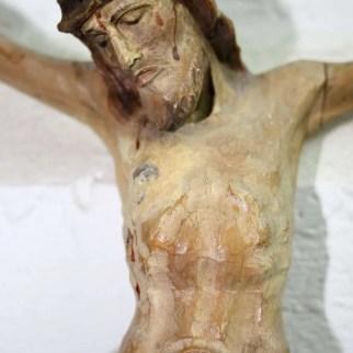 Restauration Christ sur la croix du XVIIIe siècle