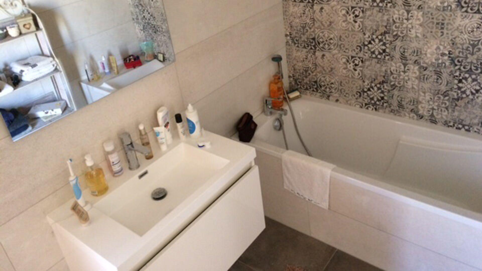 carrelage de deux salles de bains a