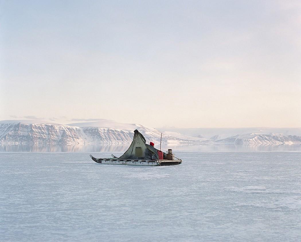"""""""Les habitants de Qaanaaq, le village le plus au nord du monde, sont sur Facebook !"""" Sébastien Tixier, Photographe à la rencontre des transformations du Groenland"""