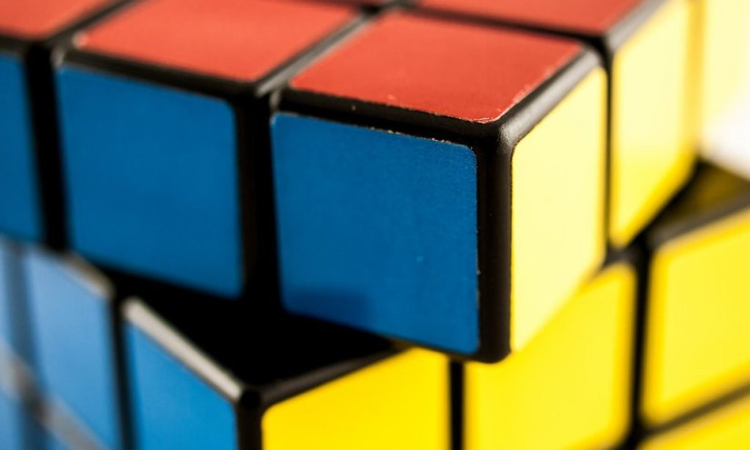 11 Best Rubiks Cube Puzzles for Avid Problem Solvers