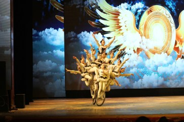 china-urlaub-erfahrungen-peking-drums-bells-tower-theater-artisten-show-5