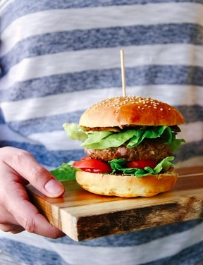 Burger-Surprise – Herz aus Cheddar!