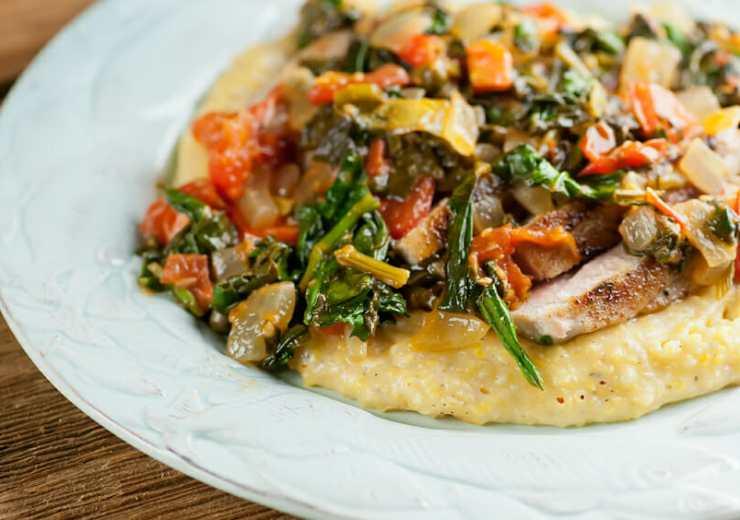 pan-seared tuna steak with tomato spinach sauce