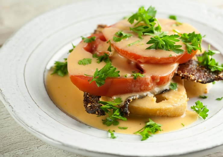 welsh rarebit with bacon and tomato