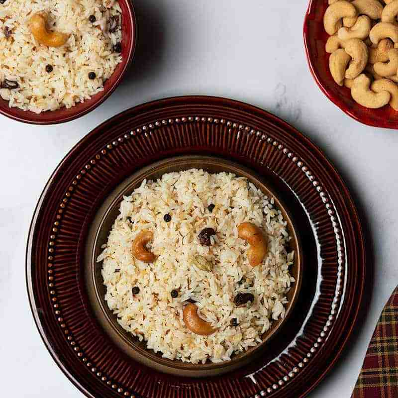 indian cumin rice garnished with cashews