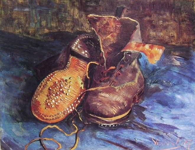 Natura morta con paio di scarpe