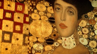 woman in gold klimt painting