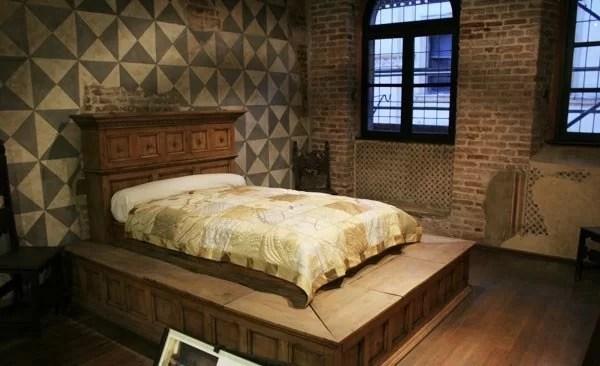 Letto di Giulietta, utilizzato per il film di Zeffirelli ora all'interno della Casa di Giulietta, Verona Fonte: http://www.veronissima.com