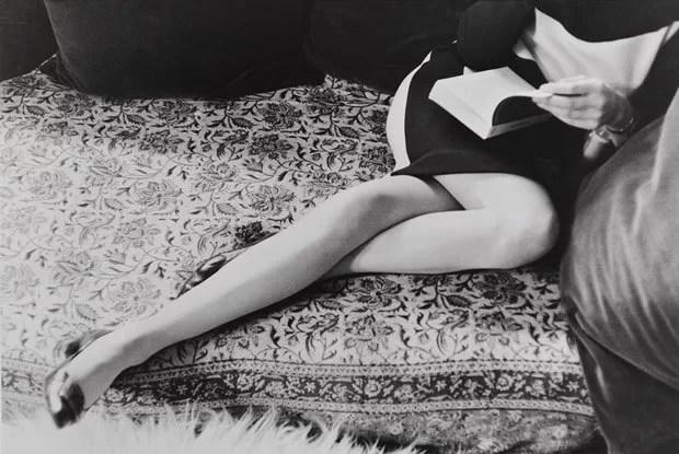 ©Henri Cartier-Bresson, Le gambe di Martine, 1967