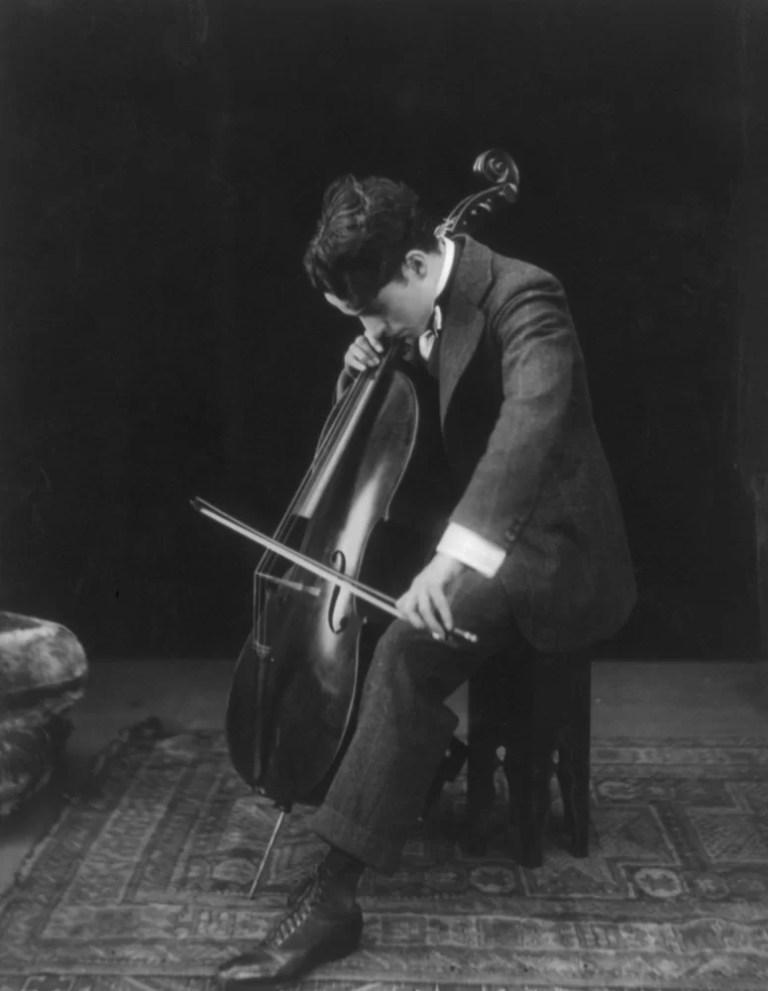 Il «violinista mancino»: Mario Brunello e Gianni Canova sul Chaplin musicista