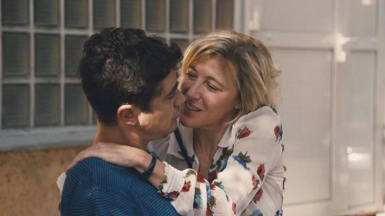 «Les Estivants», Valeria Bruni Tedeschi alla regia ci ricorda quanto sia una brava attrice