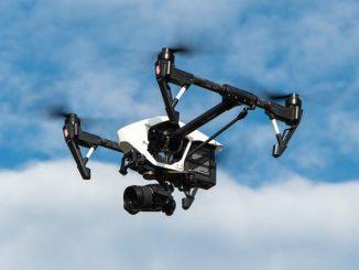 Drones dans le BTP utilisation aéronef dans le secteur du bâtiment pour suivi chantier travaux en cours les avantages d'un objet volant pour les artisans