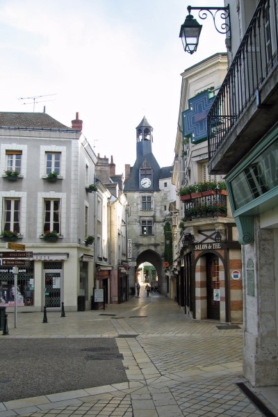 Amboise quiet street at mid-day