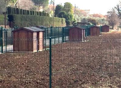 jardins familiaux avec des abris