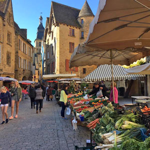 Sarlat Market. Copyright Kim Defforge. All rights reserved.