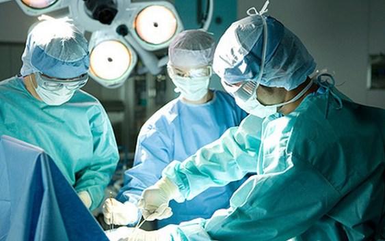 Lettere alla redazione: «Per 2 punti di sutura mio figlio operato 2 volte», il dramma di una famiglia calabrese