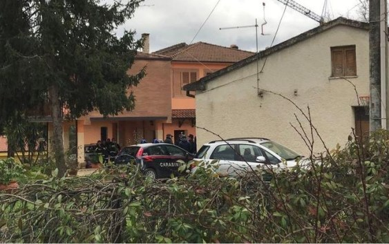 Rende (Cs), uccisi padre, madre e due figli a colpi di pistola: forse è un caso di omicidio-suicidio