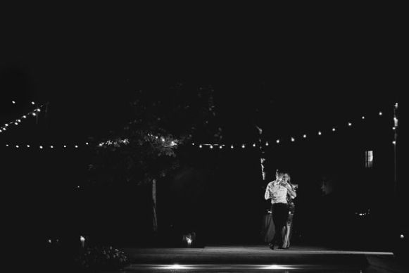 Dancing in the dark | Matrimonio a Cortona intimate wedding in Tuscany