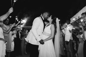 Kiss and sparkles in Black and white | Villa la palagina resort