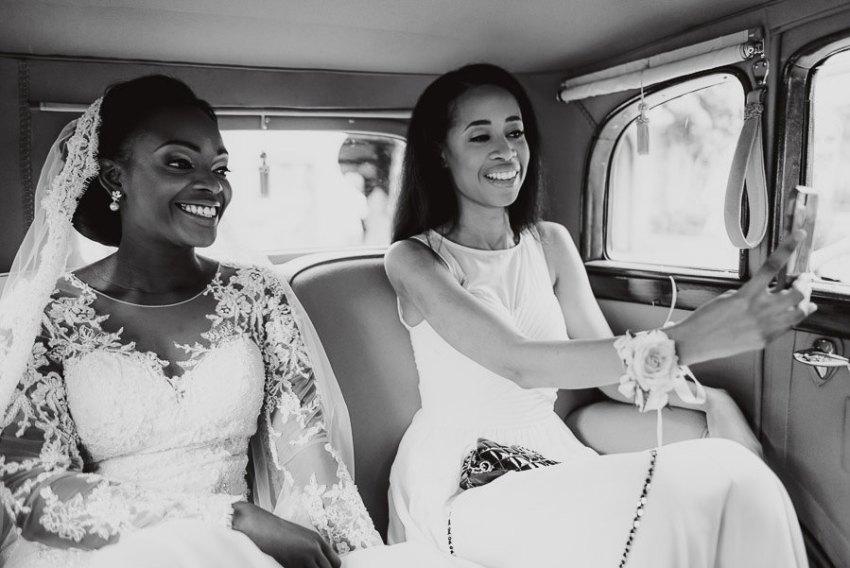 Sirmione Wedding photographer crossing sirmione vintage car