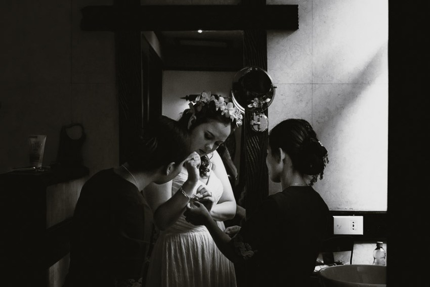 Myanmar wedding photographer Bagan Burmabride wearing wedding dr