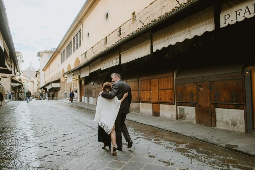 Couple portrait photography florence tuscany italy Ponte vecchio