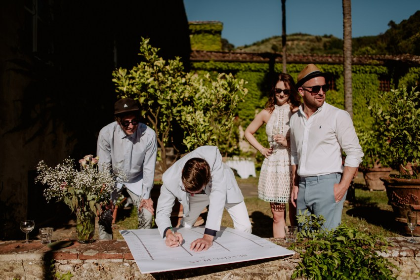 creative wedding photographer tuscany guestbook signs