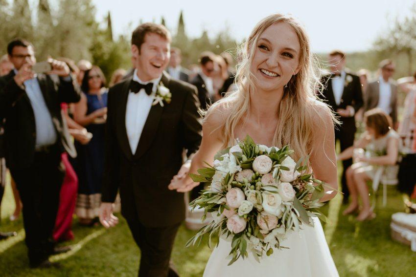 Siena wedding photographer borgo scopeto outdoor timeless ceremo