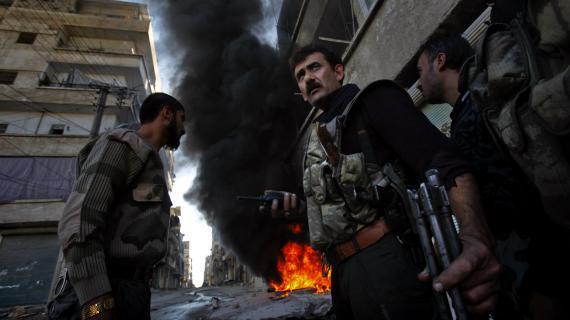 Des rebelles syriens, dans les quartiers nord d'Alep, le 13 novembre 2012.
