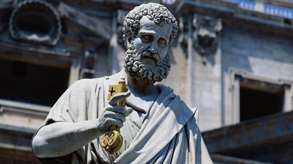 Une statue de Saint Pierre, au Vatican.