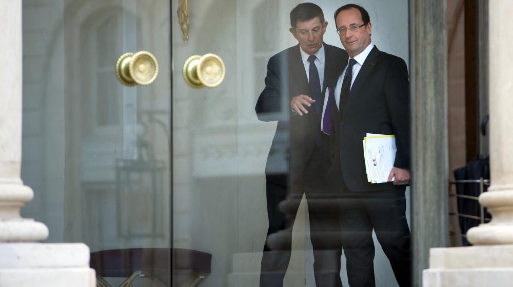 Le secrétaire général de l'Elysée, Jean-Pierre Jouyet, et le président de la République, François Hollande, le 10 janvier 2013 à l'Elysée.
