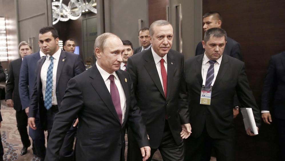 Le président russe, Vladimir Poutine, et le président turc, Recep Tayyip Erdogan, au sommet du G20 à Antalya (Turquie), le 16 novembre 2015.